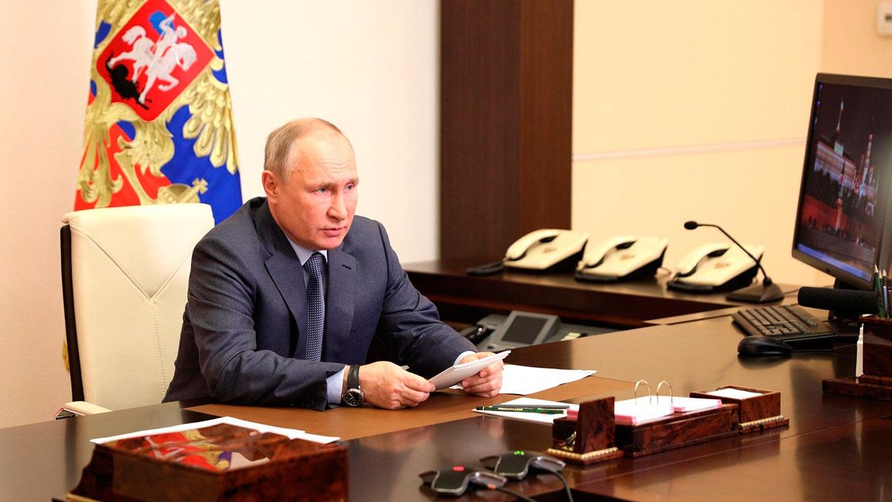 Путин: Украину превращают в антипода России
