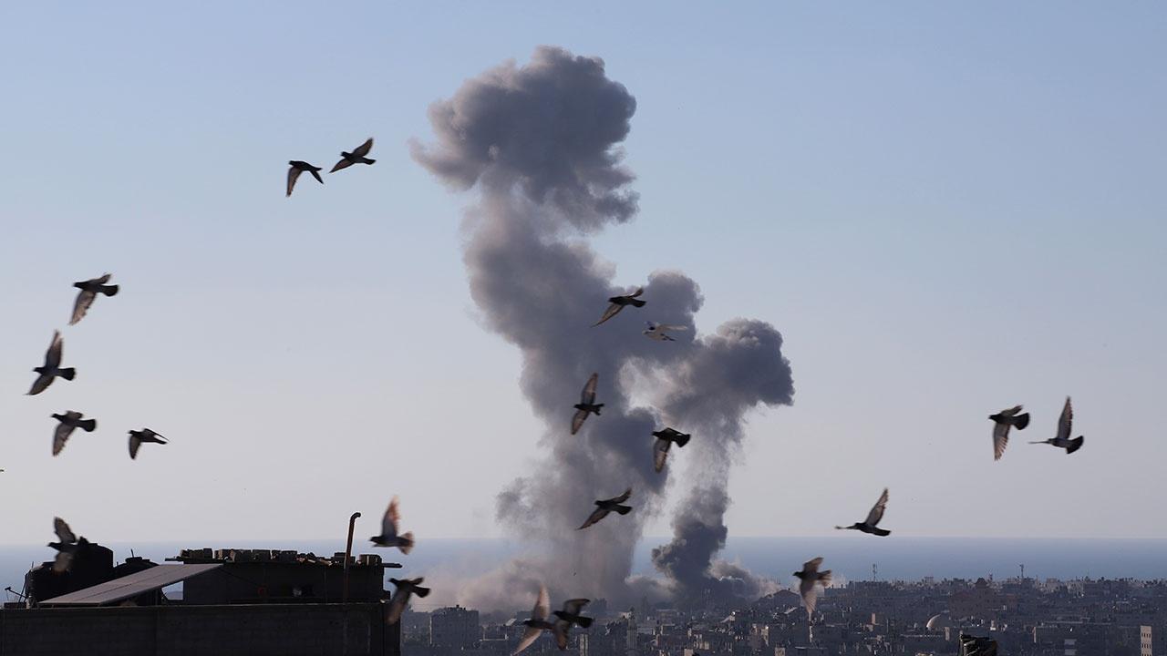 В секторе Газа армия Израиля ударила по многоэтажному зданию банка ХАМАС