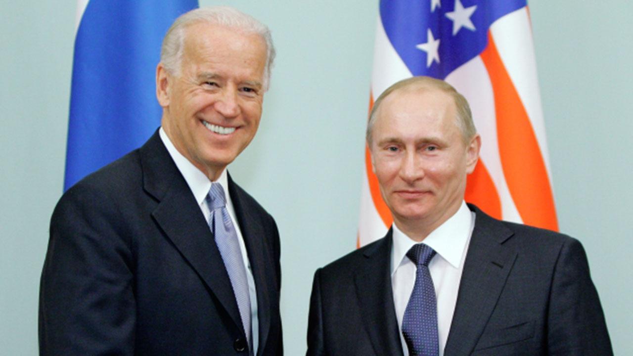 Американцы назвали отличия между Путиным и Байденом