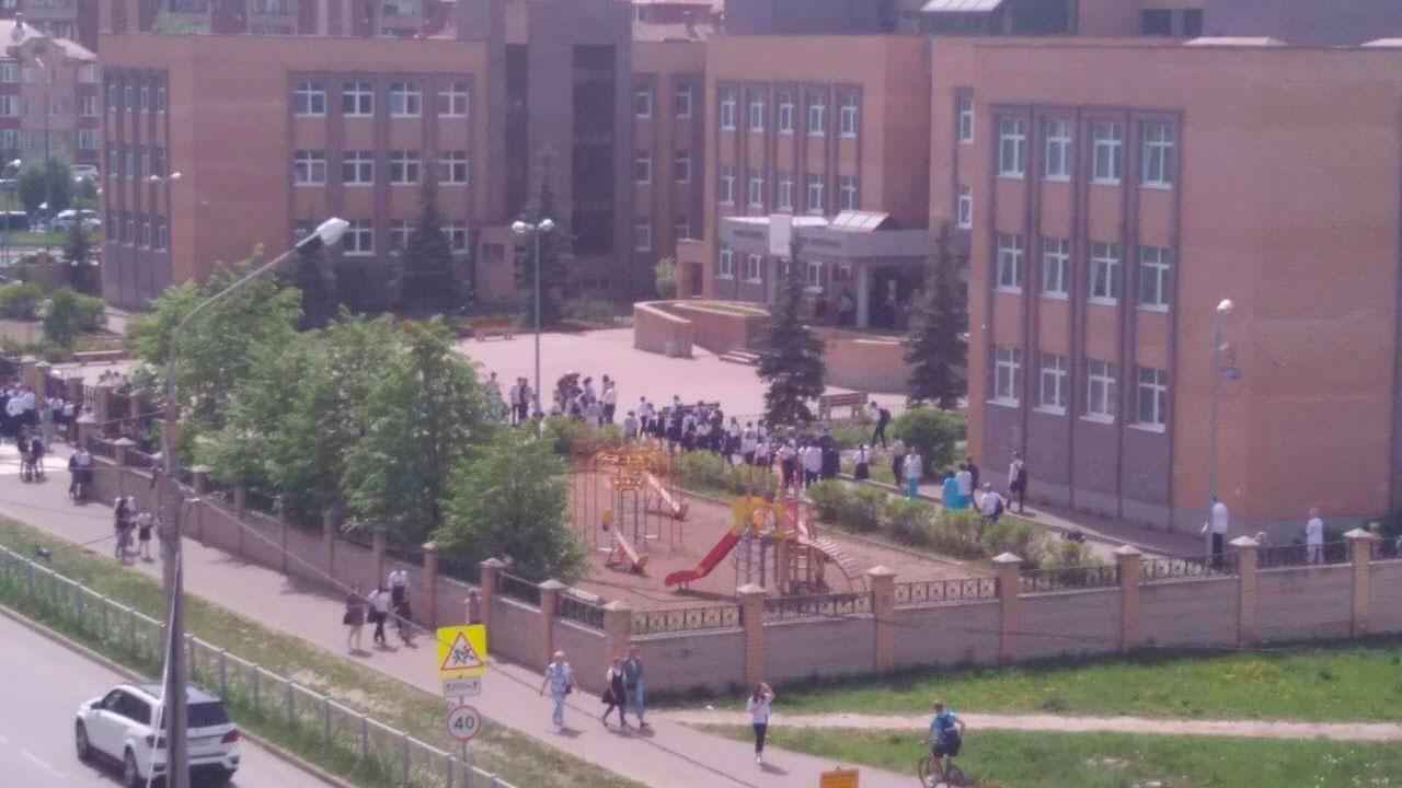 В Казани сразу несколько школ эвакуировали из-за звонков о минировании