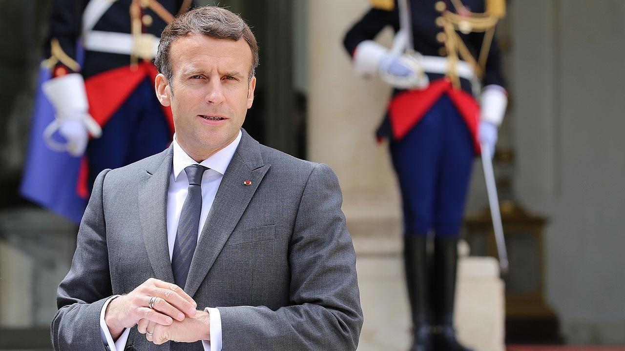«Отвоевать страну»: Макрону написали третье письмо о провале безопасности во Франции