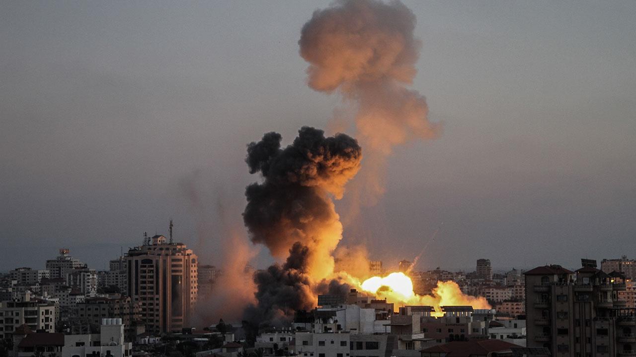 СМИ: в результате авиаудара Израиля по лагерю беженцев в Газе погибли восемь человек