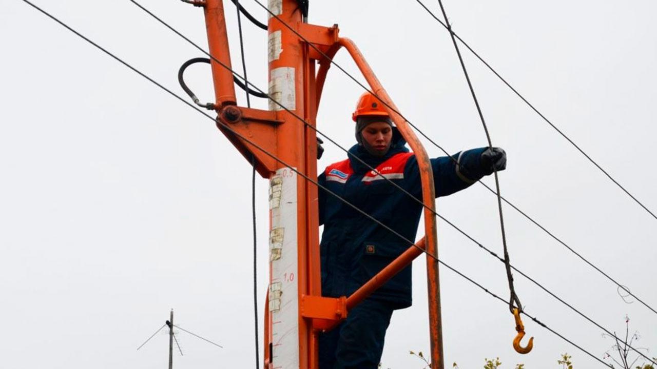 Более 80 тысяч жителей Нижегородской и Костромской областей остаются без электричества