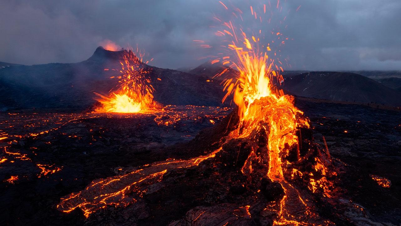 Огненная покупка: в Исландии выставили на продажу участок с действующим вулканом