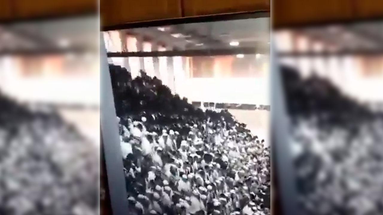 Десятки пострадавших: момент обрушения в синагоге Гиват-Зеэва попал на видео