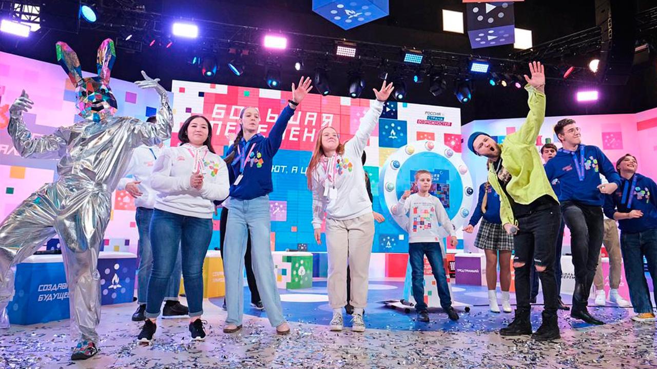 «Большая перемена»: российских школьников приглашают принять участие в посвященной «Юнармии» тематической неделе