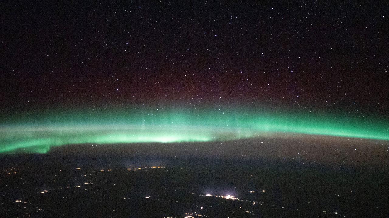 Российский космонавт увидел с борта МКС необычное свечение на Земле
