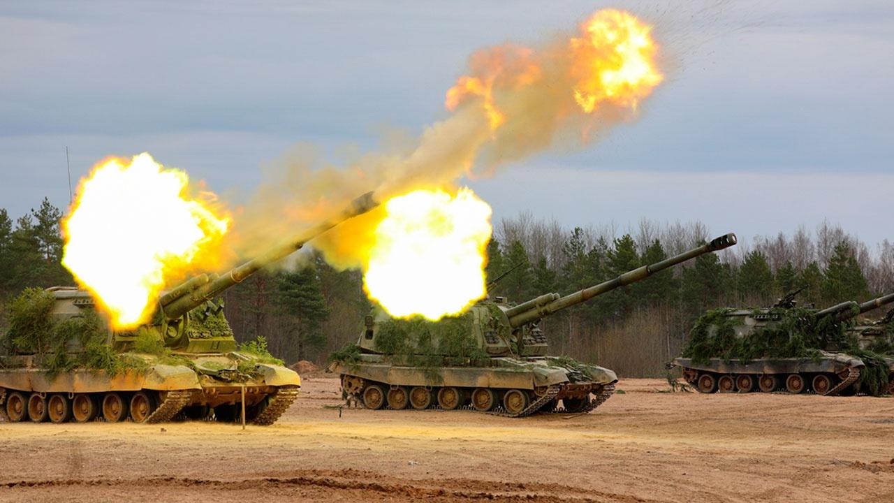 Иностранным военным атташе показали работу российской артиллерии под Петербургом