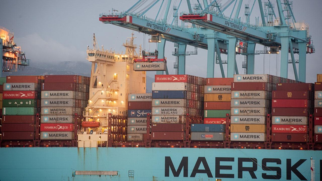 Контейнерный перевозчик Maersk запустил суда через Россию в обход Суэцкого канала