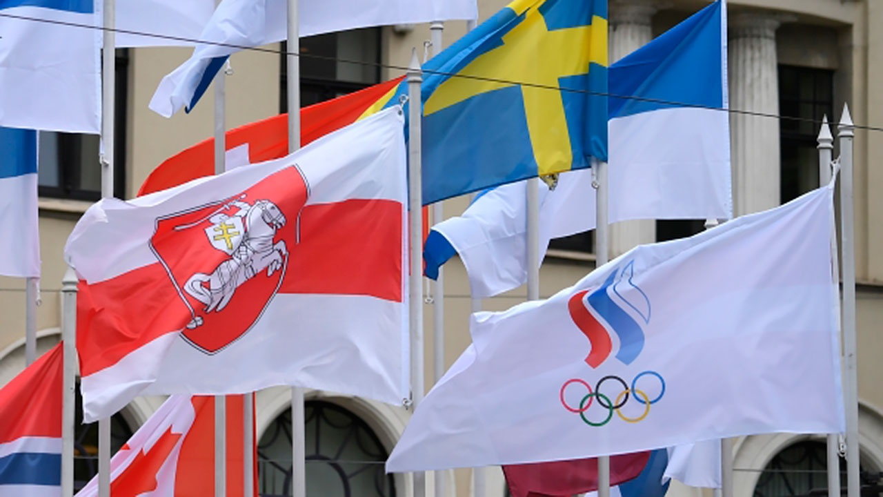 Захарова: снятие флага России в Риге является неприкрытым неуважением к госсимволике РФ