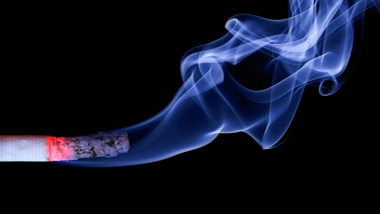 Врач рассказал, как бросить курить при страхе набрать вес