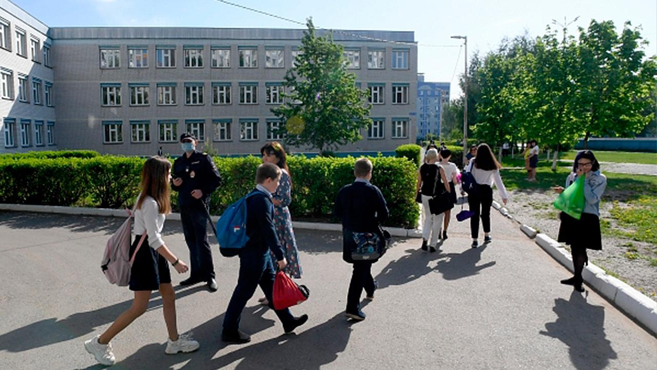 Ученикам гимназии №175 в Казани вручили медали за храбрость