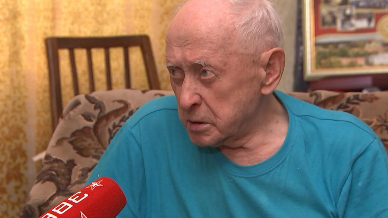 Песков назвал чудовищной ситуацию с кражей у ветерана, сидевшего вместе с Путиным на Параде Победы