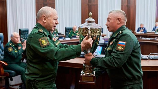 В Москве состоялось первое вручение переходящих кубков лучшим участникам парада на Красной площади по случаю Дня Победы