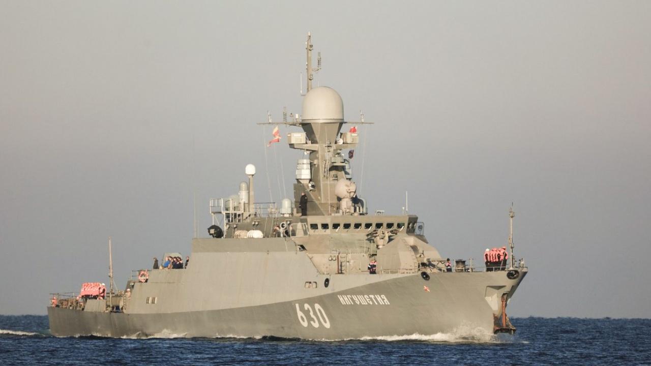С небес на волны: МРК «Ингушетия» «уничтожил» воздушные цели в Черном море