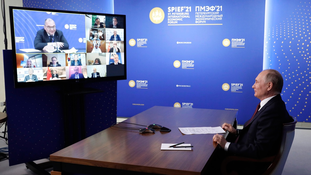 Борьба с пандемией и политика, ядерное оружие и Курилы: о чем Путин говорил с главами иностранных агентств