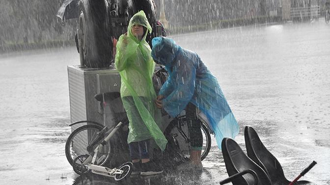 «Ведро воды на квадратный метр»: на Москву обрушатся мощные ливни