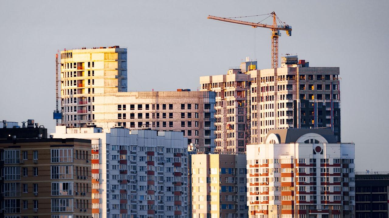 В Минстрое оценили вероятность роста цен на жилье из-за продления льготной ипотеки