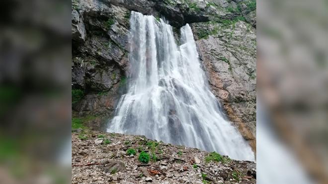 В Абхазии ищут упавшую в реку туристку из России