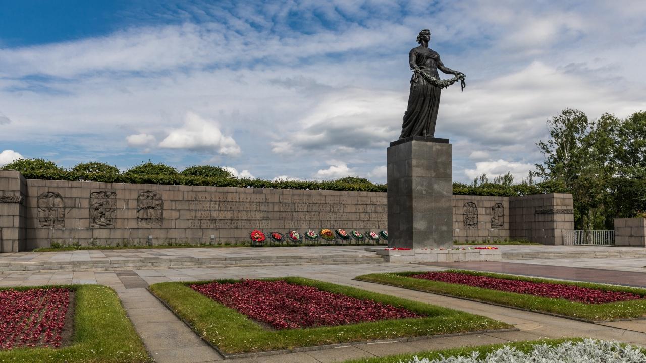 Главы штабов Вооруженных сил СНГ почтили в Петербурге память погибших в ВОВ