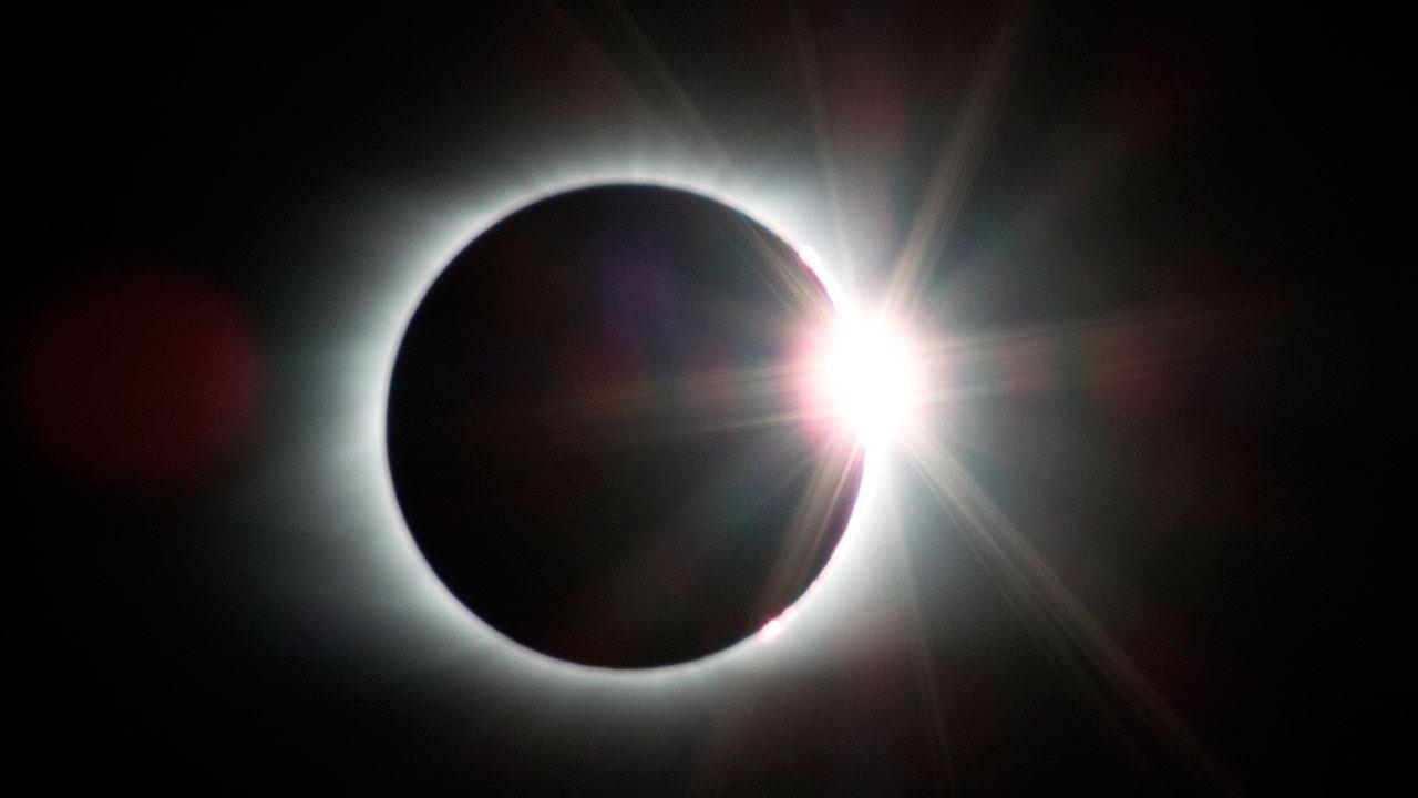 Спутники России запечатлели с орбиты тень от солнечного затмения