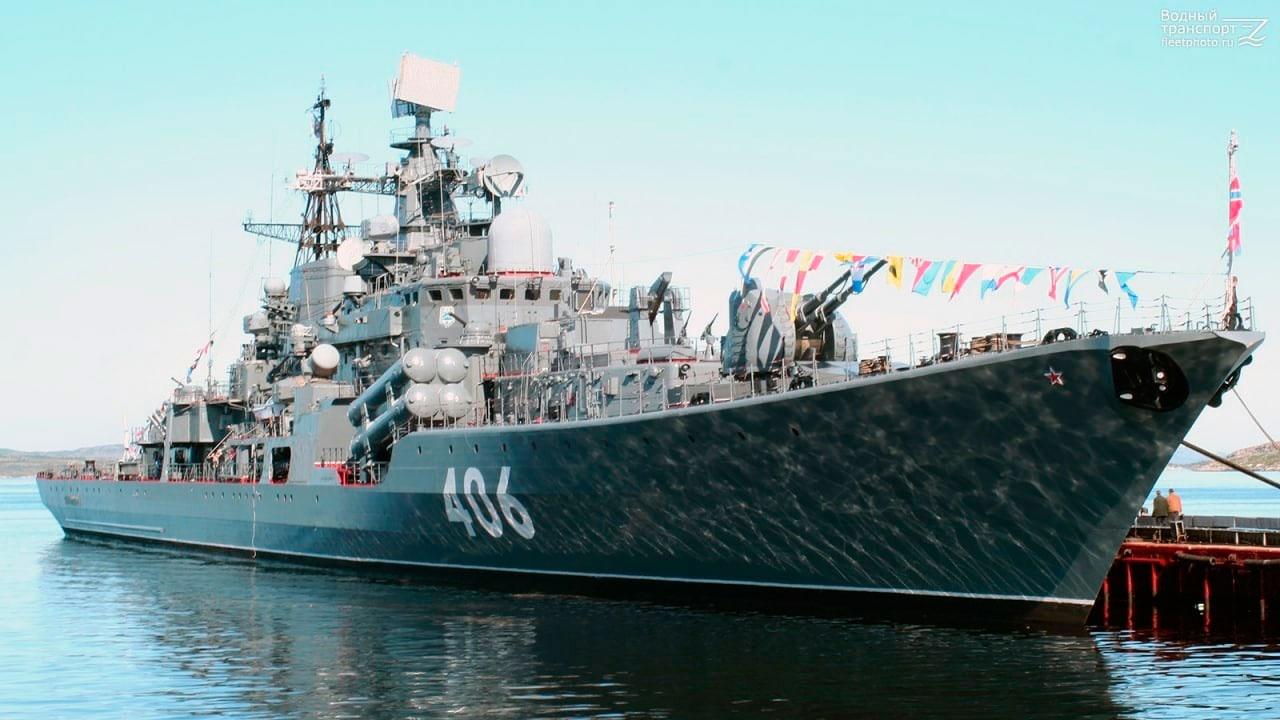 Экипаж эсминца «Безудержный» в рамках празднования 30-летия корабля посетит борт «Беспокойного» в Кронштадте