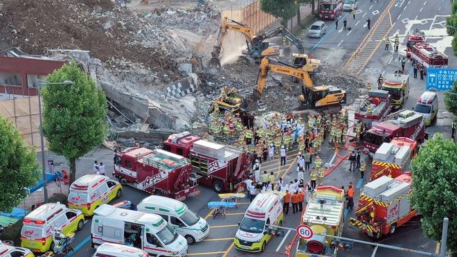 В Корее девять человек погибли в результате обрушения здания в Кванджу