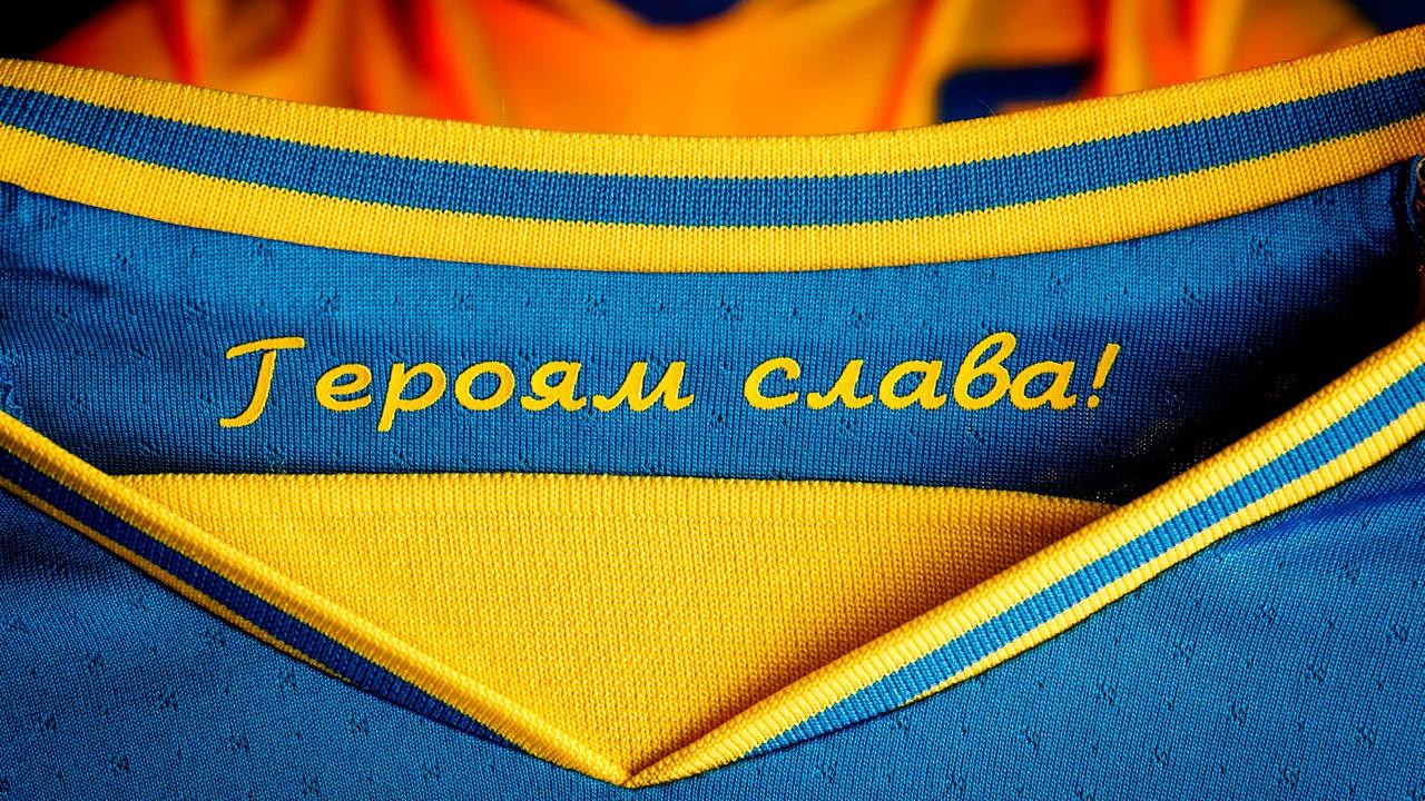 УЕФА потребовал от сборной Украины по футболу убрать с новой формы надпись «Героям слава»