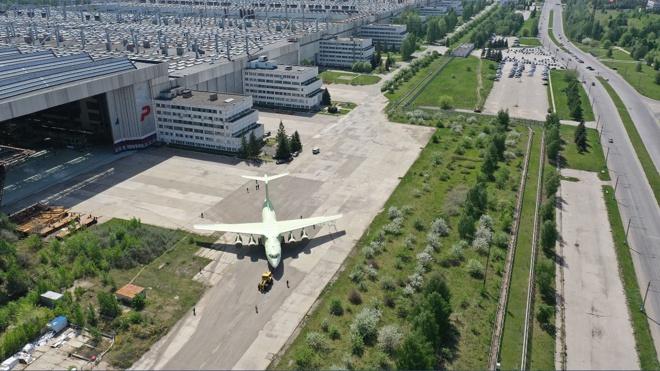 Одному из крупнейших производителей транспортных самолетов для Минобороны - 45 лет