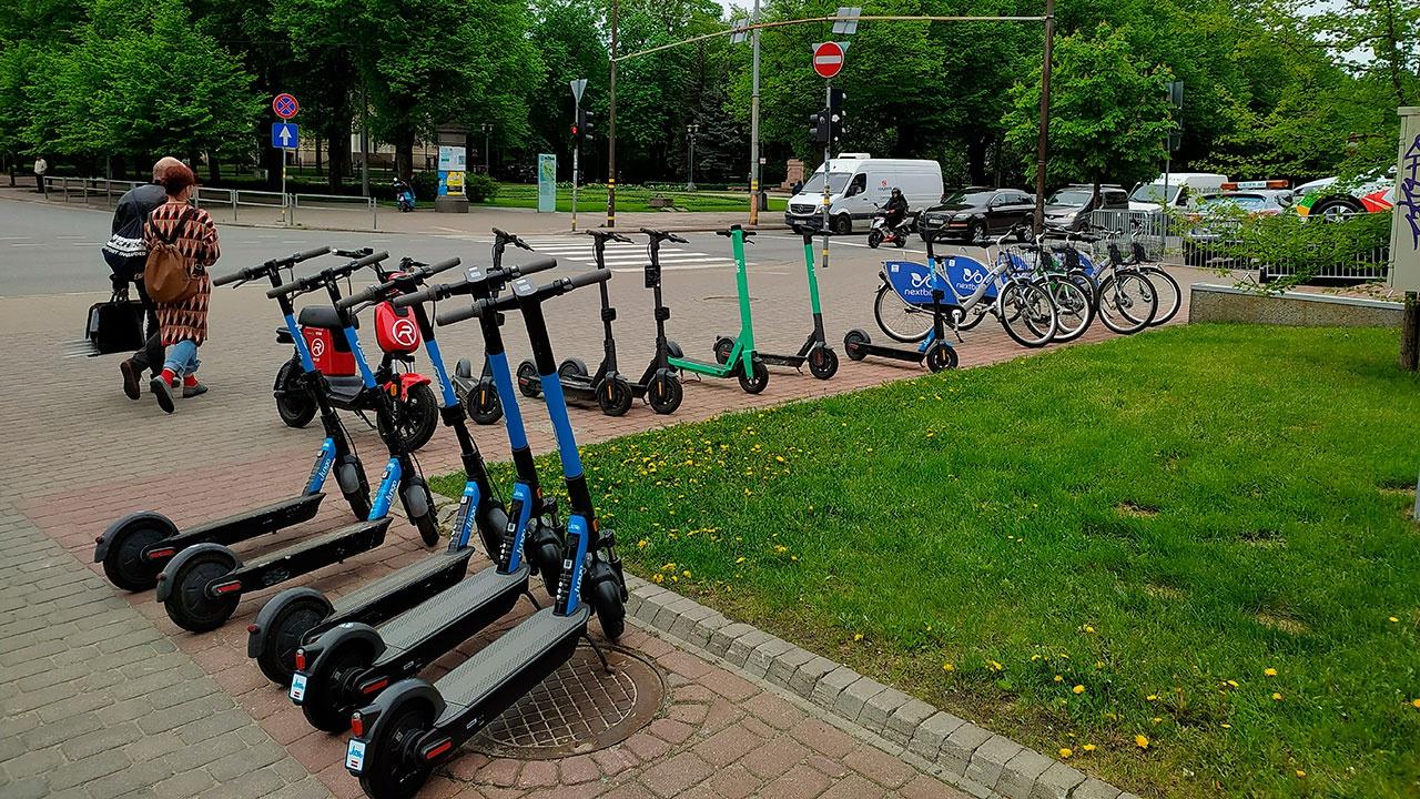 На территории парков в Москве будут внедрены «медленные зоны» для электросамокатов