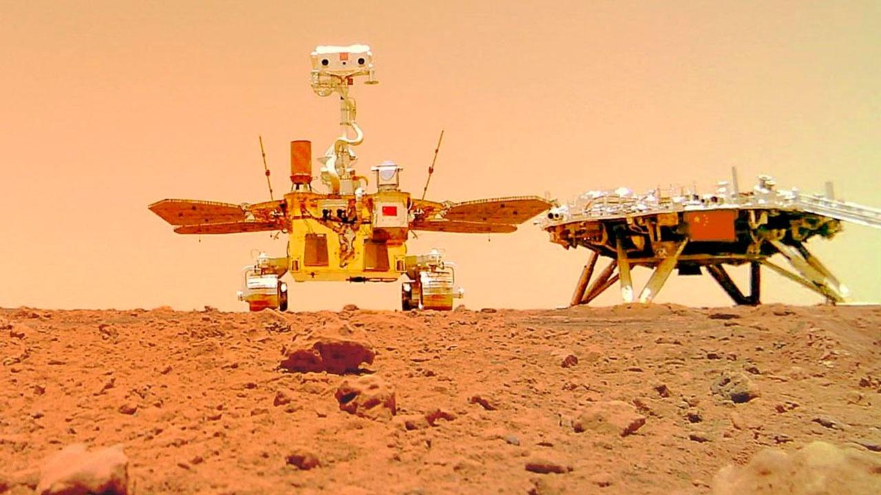 Китайский марсоход «Чжужун» прислал селфи с Марса