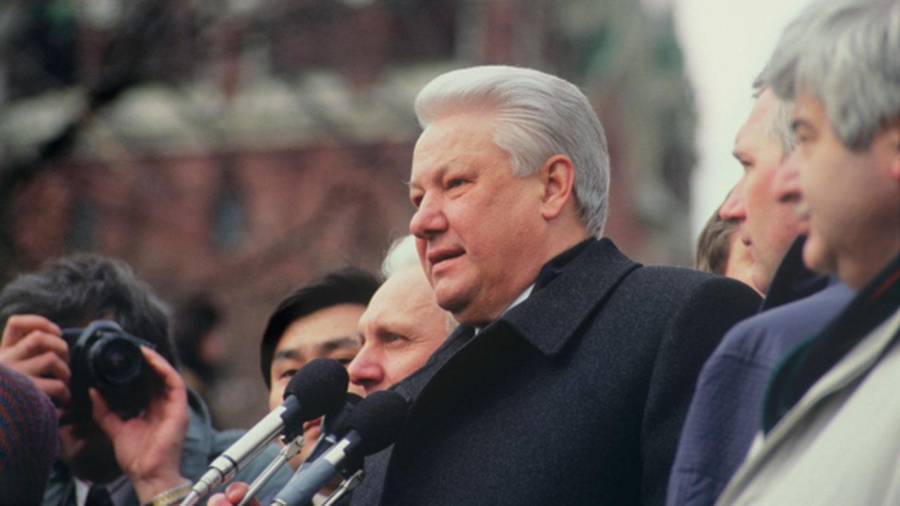 Руцкой рассказал об иностранце в окружении Ельцина