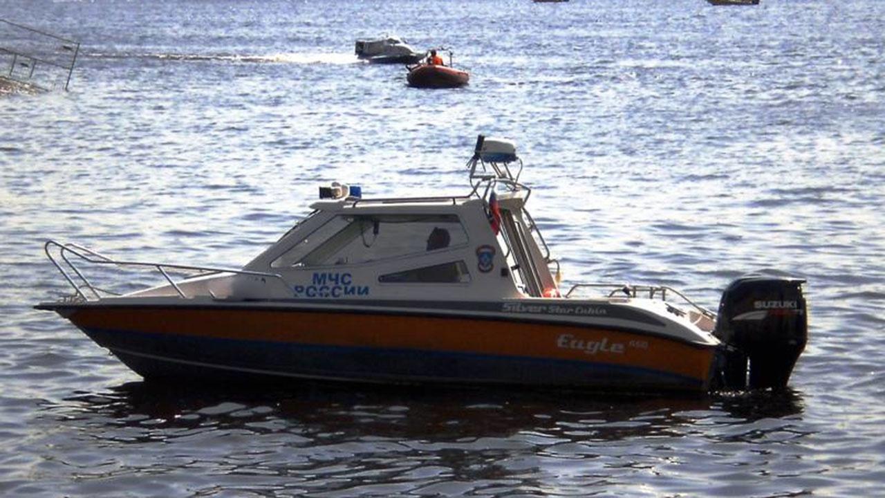 СМИ: у Крестовского острова в Петербурге теплоход «Палех» с тридцатью пассажирами сел на мель