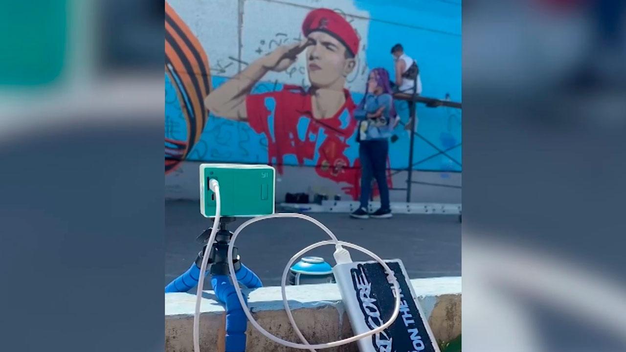 В Красноярске юнармейцы нарисовали граффити в честь фронтовика-десантника Георгия Ивкина