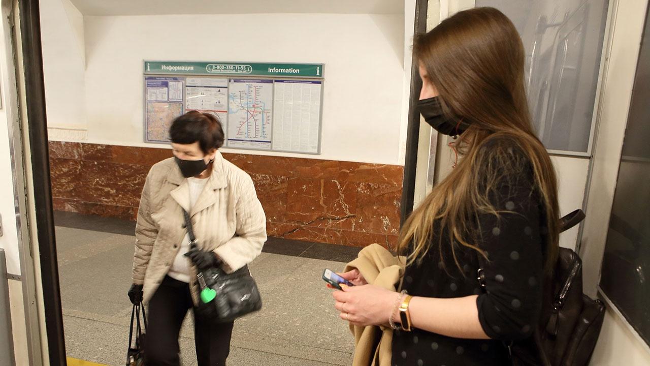 «100% штата контролеров»: в Москве усилят контроль за соблюдением масочно-перчаточного режима на транспорте