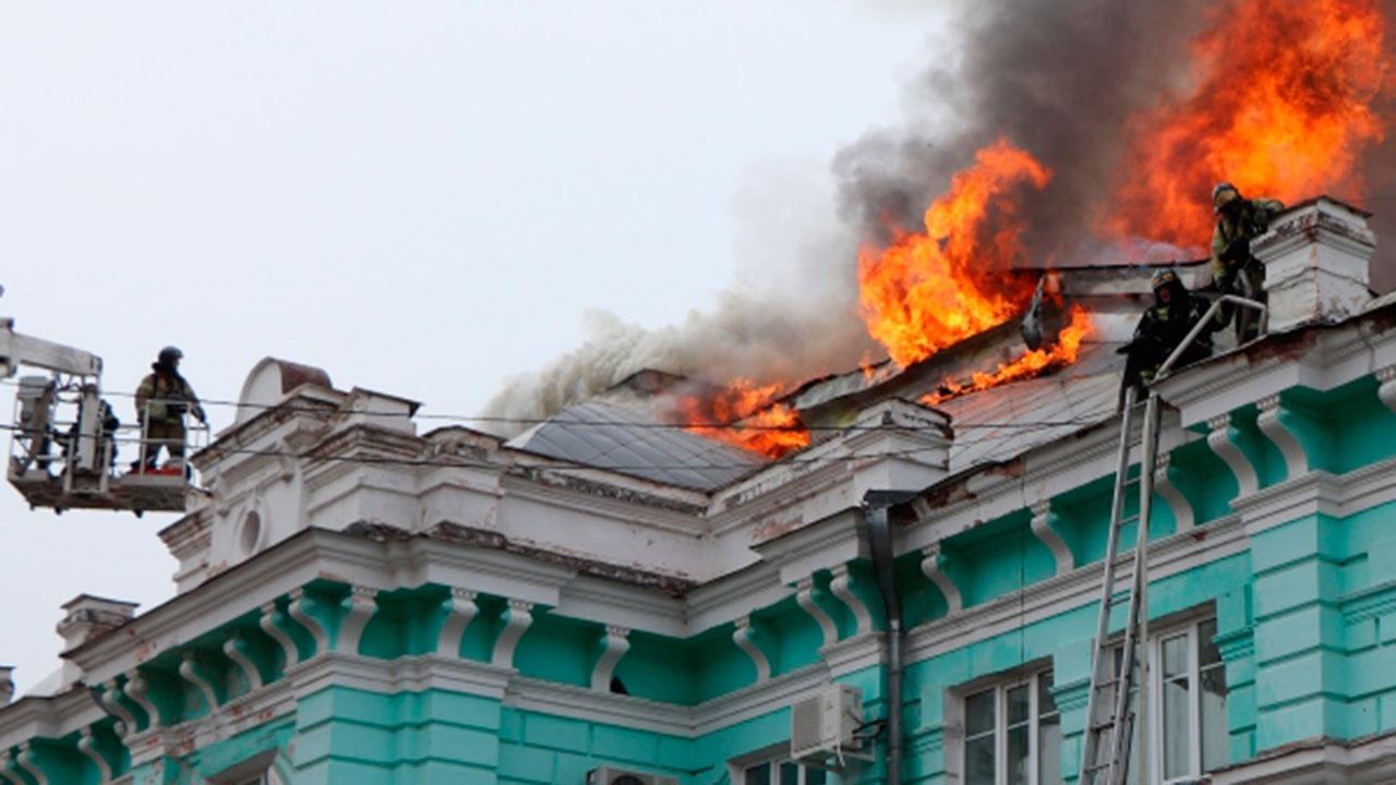 Путин наградил медиков, прооперировавших пациента во время пожара в Благовещенске