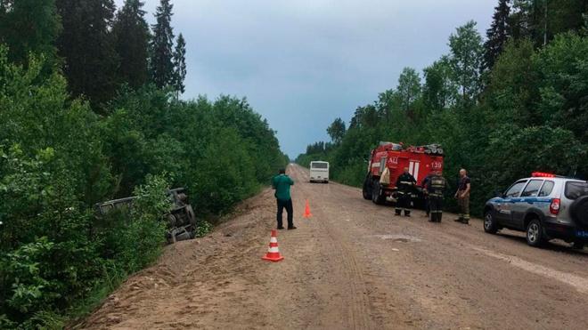 В Подпорожье в Ленинградской области перевернулся автобус с 45 пассажирами, десять госпитализированы