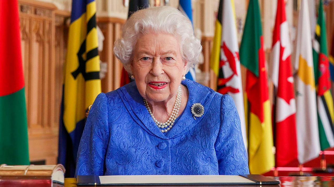 СМИ: Елизавета II разрешила членам семьи «воевать» с ложью принца Гарри и Меган Маркл