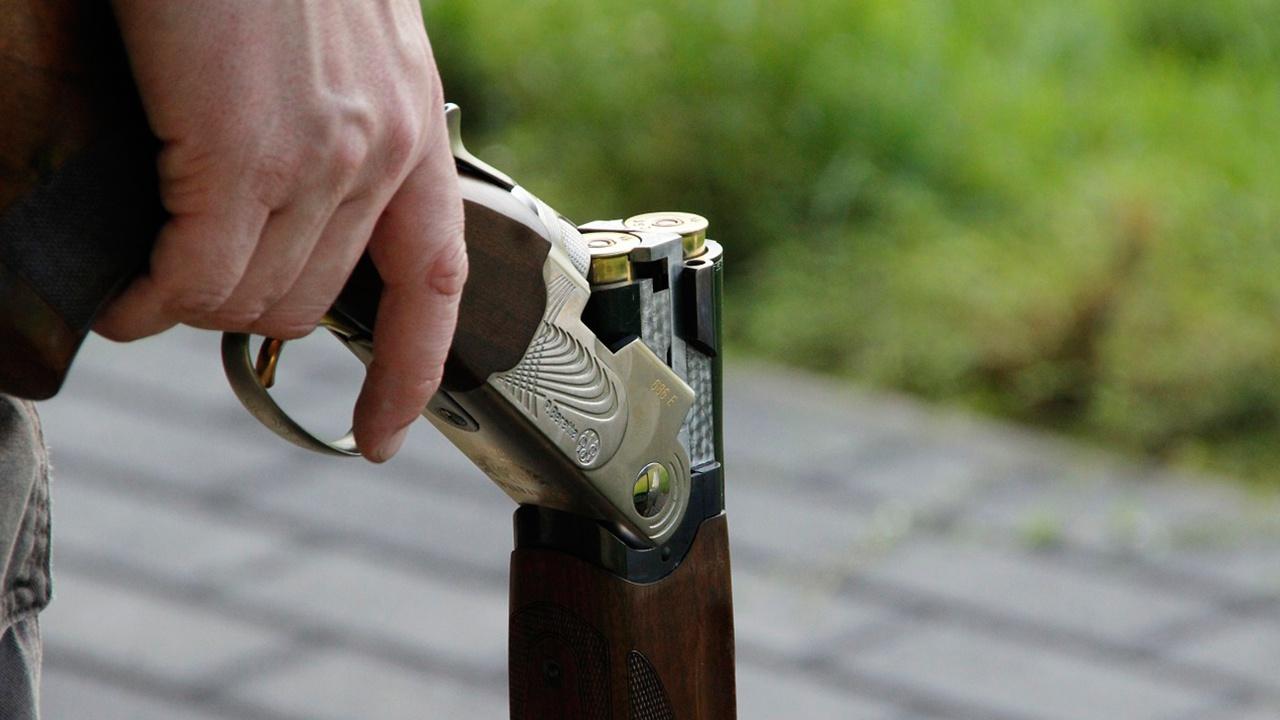 Особенности национальной охоты: под Волгоградом мужчина случайно выстрелил в себя и в товарища