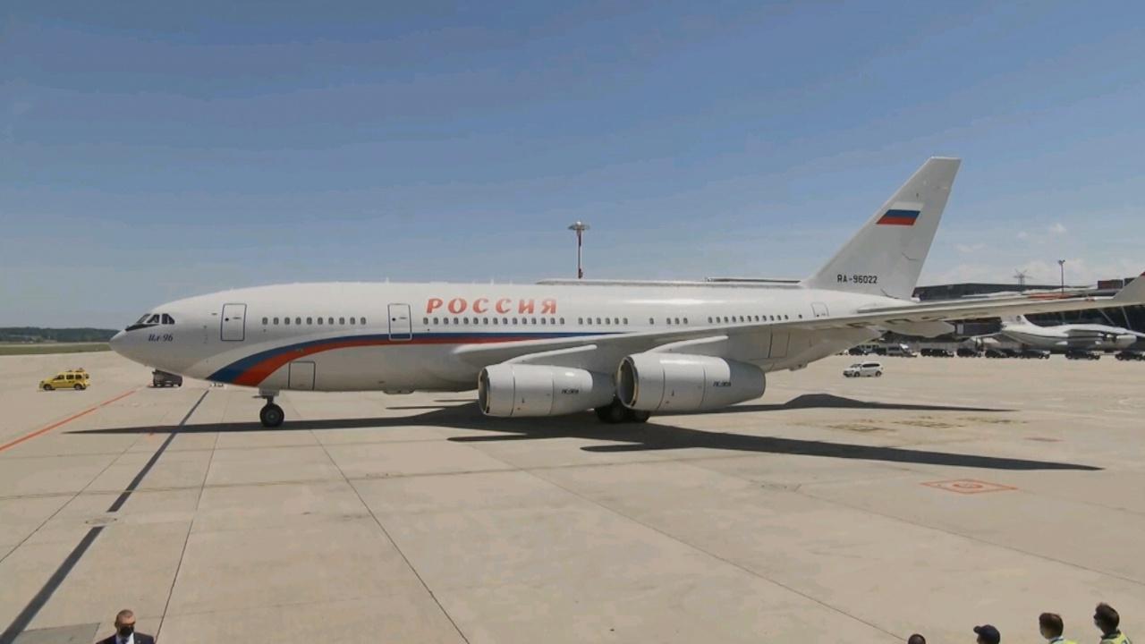 Борт Путина сопровождали самолеты швейцарских ВВС