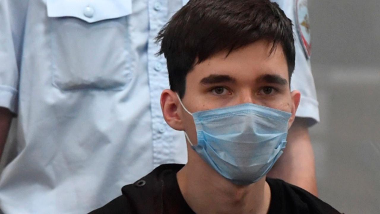 Стрелка из Казани доставили в Москву для психиатрической экспертизы