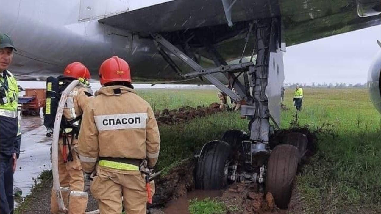 Прокуратура начала проверку по факту выкатывания самолета за пределы ВПП в Симферополе