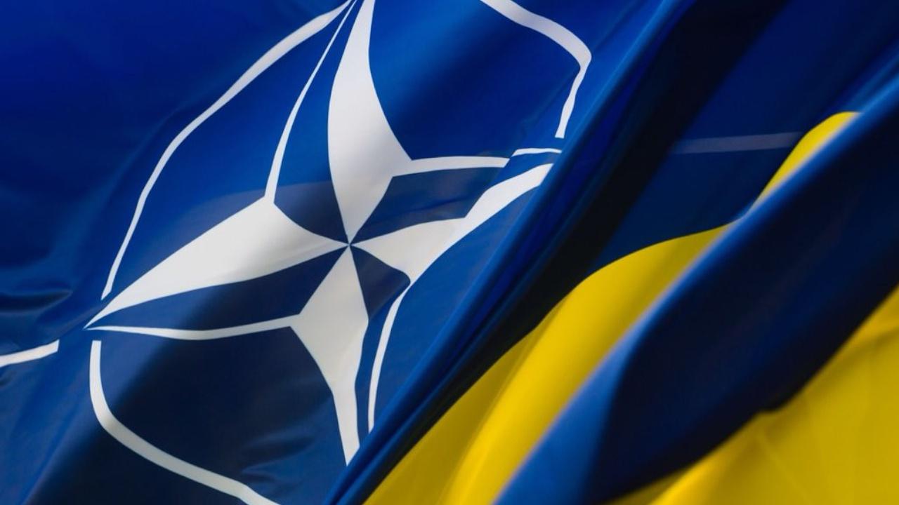 Песков заявил, что РФ пристально наблюдает за попытками вступления Украины в НАТО