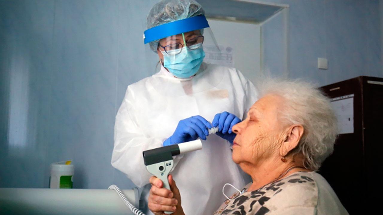 Попова призвала обращаться ко врачу при любых симптомах COVID-19