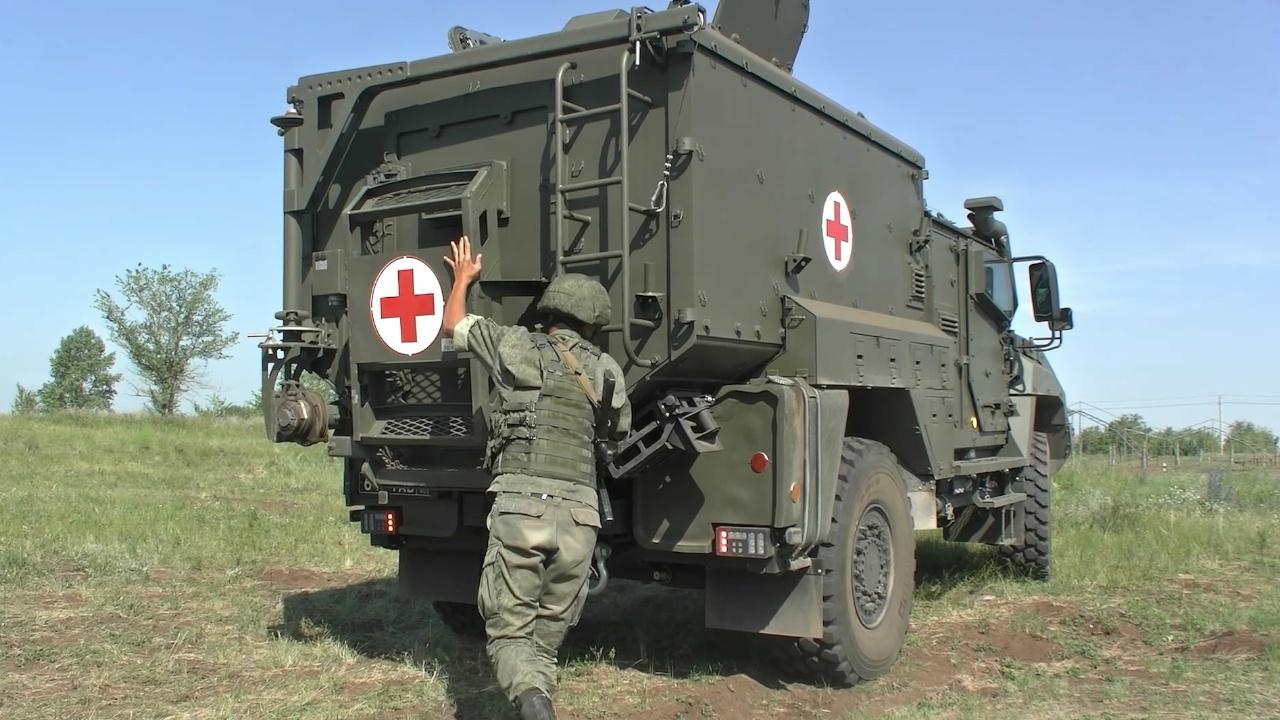 В преддверии праздника: военные медики ЦВО получили санитарные бронеавтомобили «Линза»