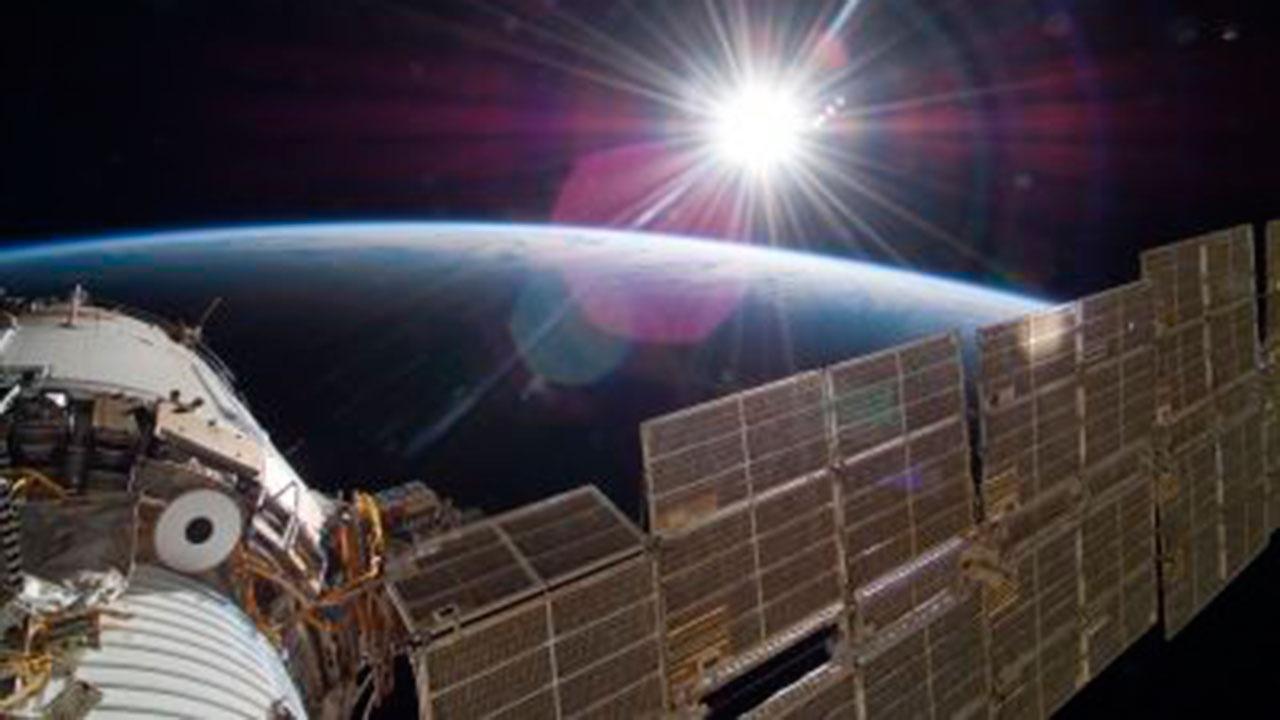 В «Роскосмосе» исключили одну из причин утечки воздуха на МКС