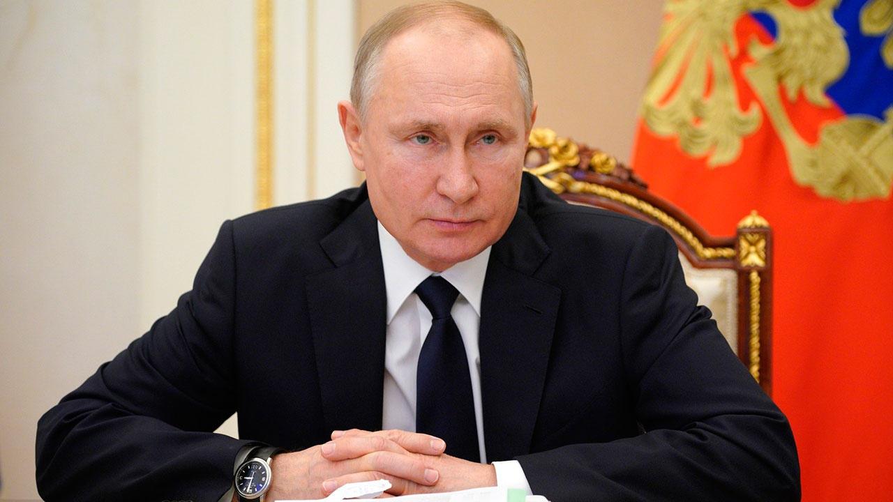 Путин наградил за борьбу с пандемией сотни российских медиков