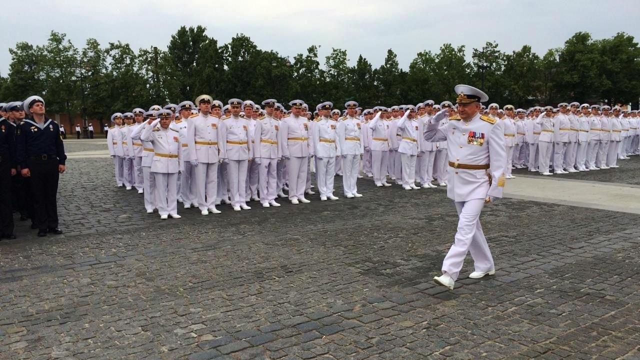 Выпускникам военно-морских вузов Петербурга вручат офицерские погоны, кортики и дипломы