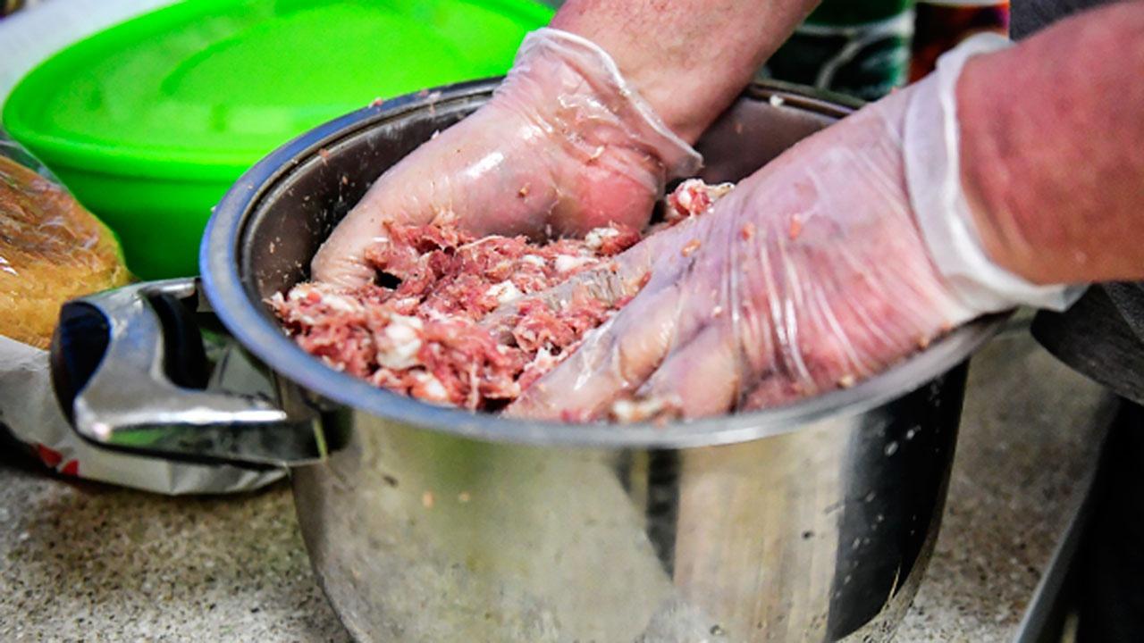 Врач перечислила непригодные для употребления с мясом продукты