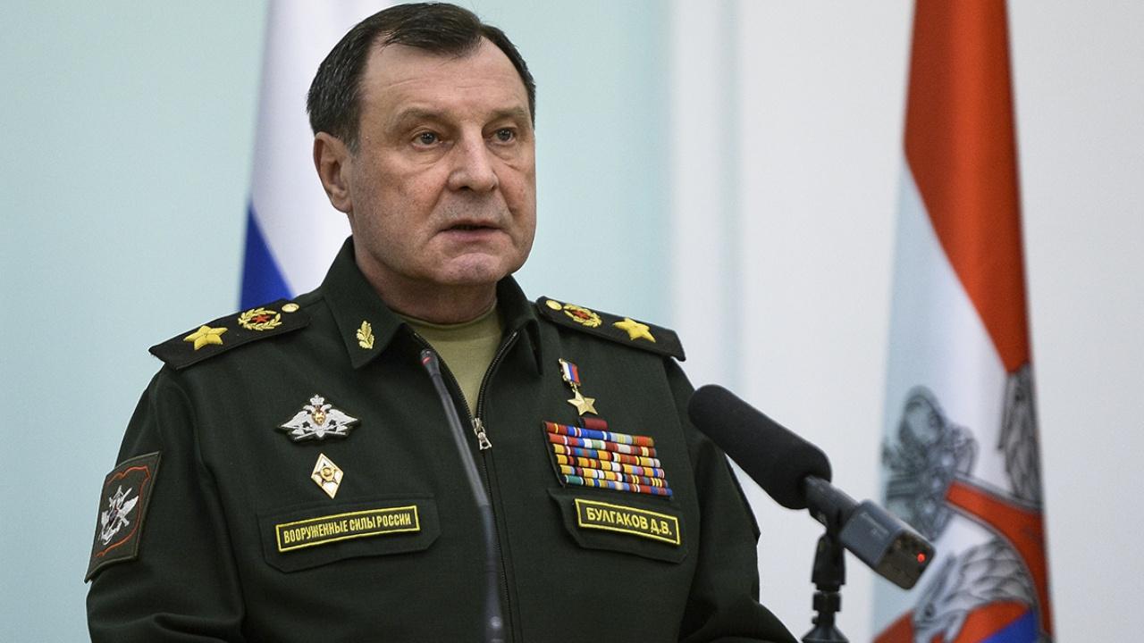 Замминистра обороны РФ Булгаков поздравил выпускников Вольского филиала Военной академии МТО